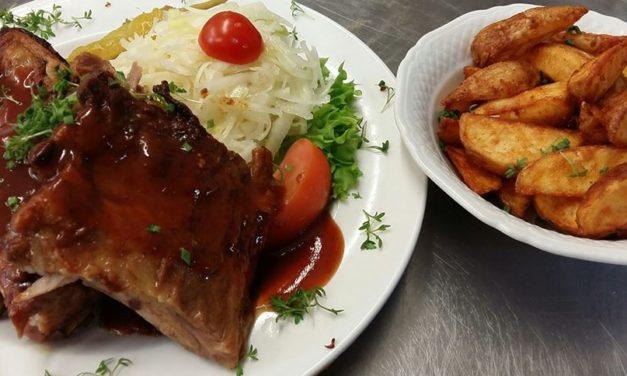 Spareribs mit Potatoe Wedges
